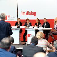 Im Dialog beim Wohnwendegipfel der Bundestagsfraktion.